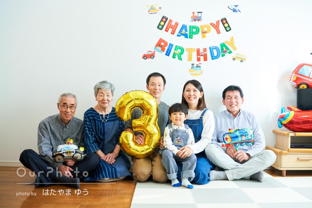 「子供の笑顔を引き出す技術」3歳バースデー記念の家族写真の撮影