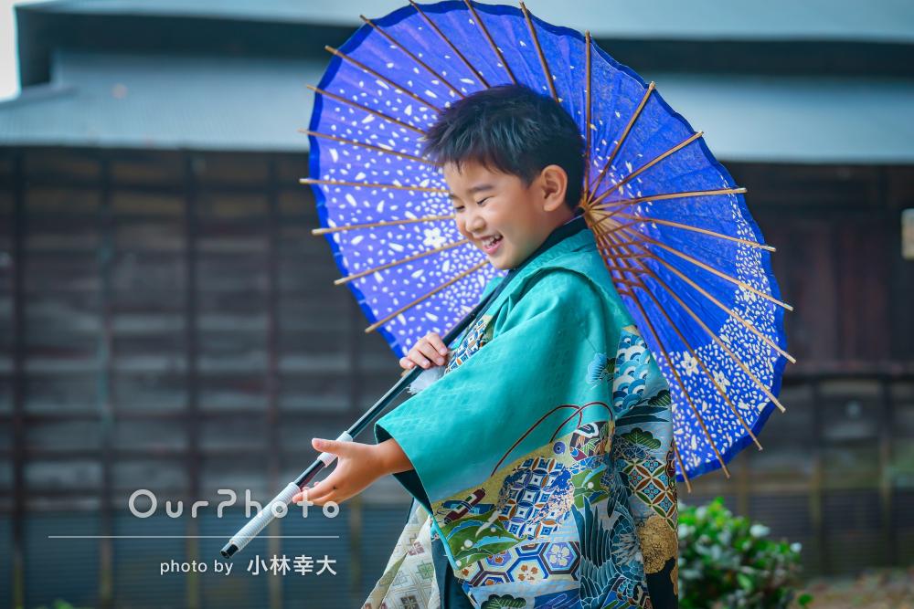 羽織袴と和傘が素敵!かっこよさと可愛らしさが魅力の七五三の撮影