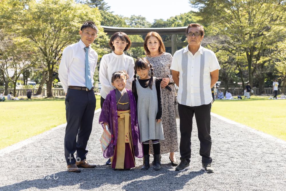 「とても素晴らしい写真」紫色の袴姿が素敵!元気な女の子の七五三の撮影