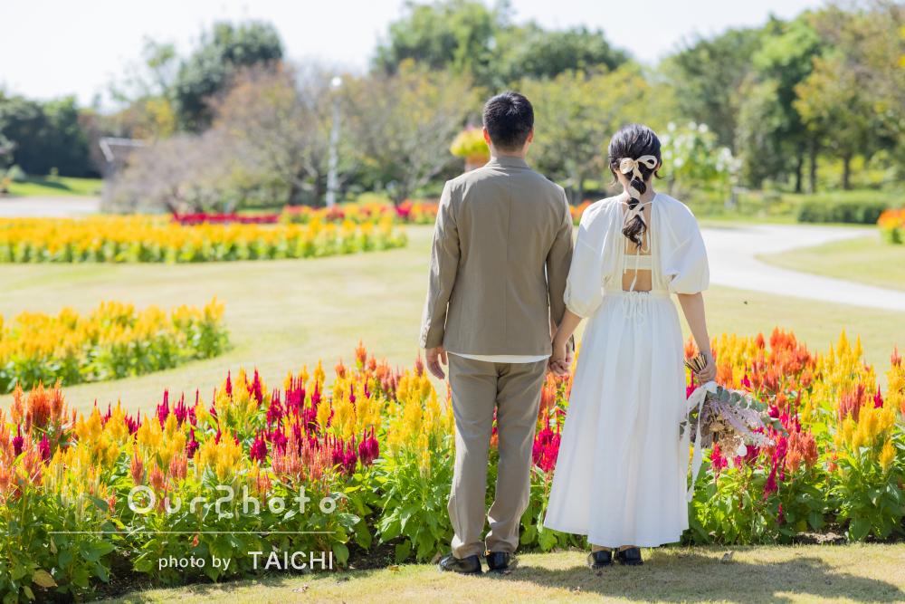 「撮影方法やポーズまで的確にアドバイス」お花畑でカップルフォトの撮影