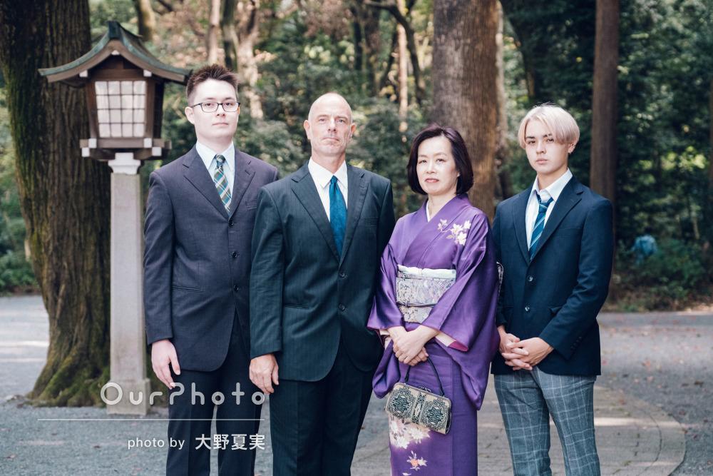 「私達の気持ちもリラックス」和装とスーツ姿が素敵な家族写真の撮影