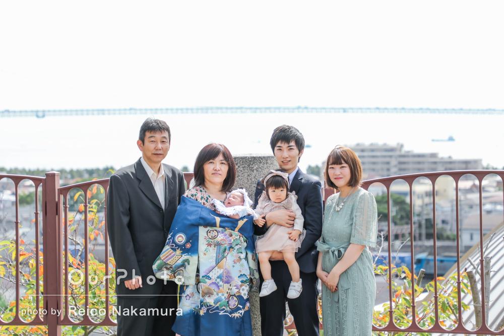 家族愛あふれる優しい笑顔が印象的!3世代揃って秋のお宮参りの撮影