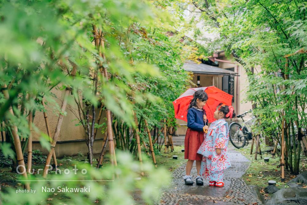 「雨の中の撮影にも嫌な顔一つされず」かわいい水色の着物で七五三の撮影