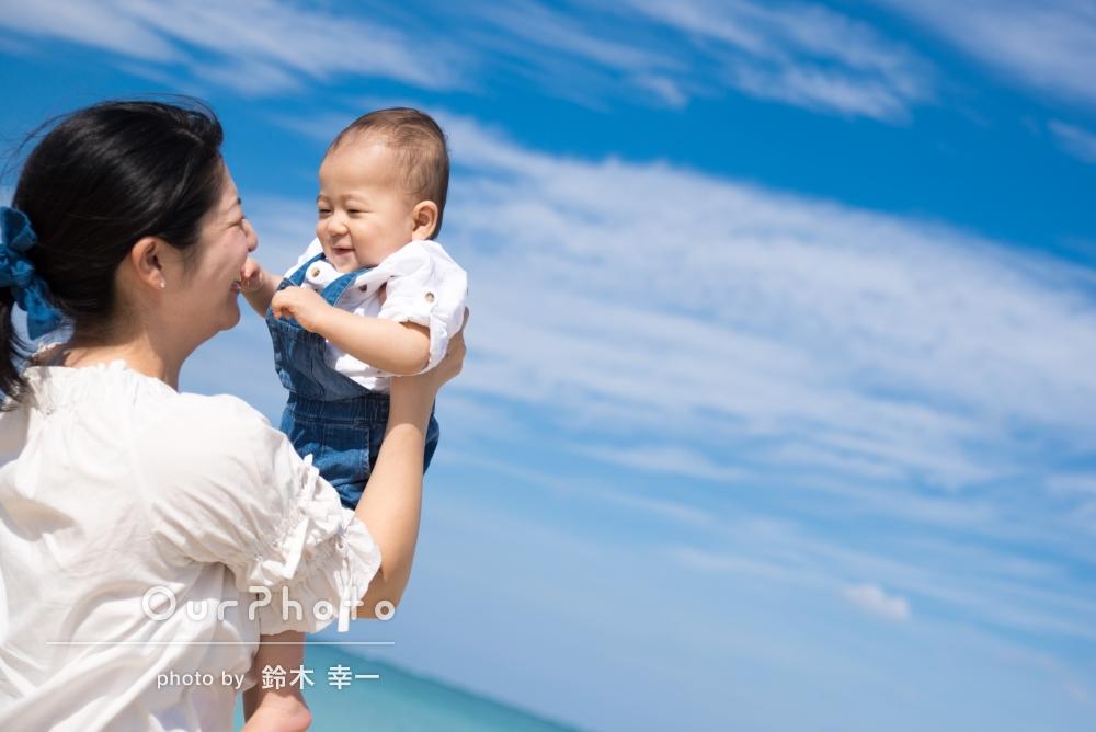 「全てステキな写真でした」1歳のお誕生日にはじめての沖縄旅行!ビーチで家族写真の撮影