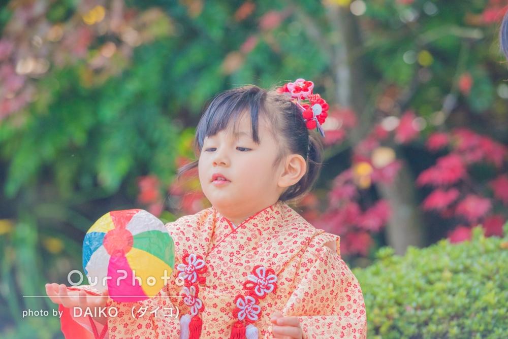 自然な雰囲気で、3歳の七五三詣りに記念撮影