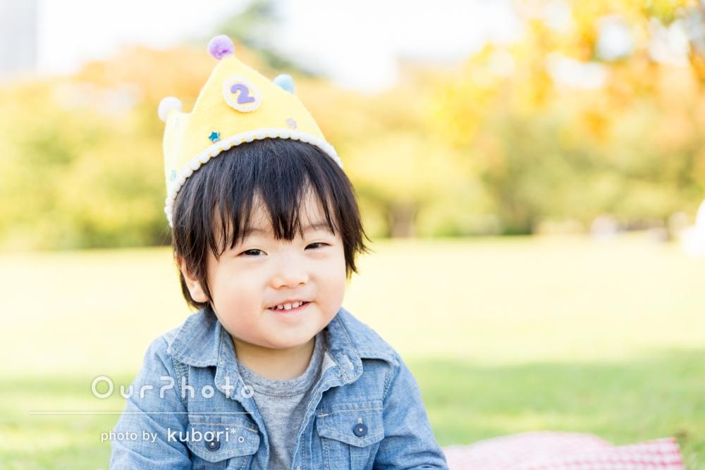 『お姉ちゃんにハイチーズしてもらったの』2歳の誕生日を記念した家族写真の撮影