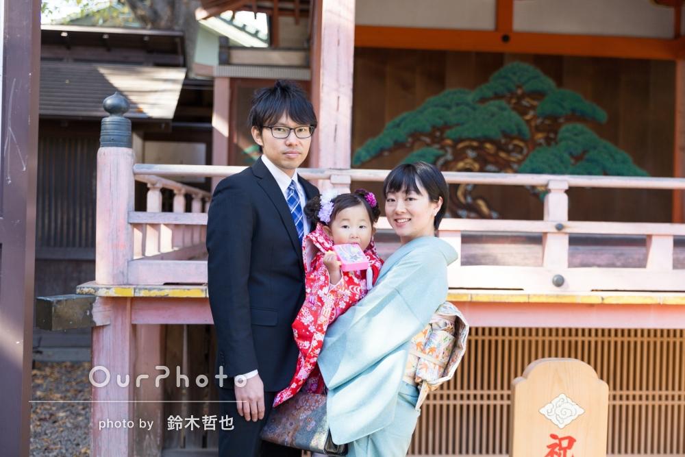 紅葉と家族の笑顔が温かな3歳の七五三の撮影