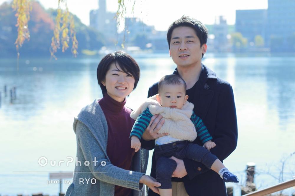 「気づかないような素敵な撮影ポイントを」いつもの公園で年賀状用家族写真の撮影