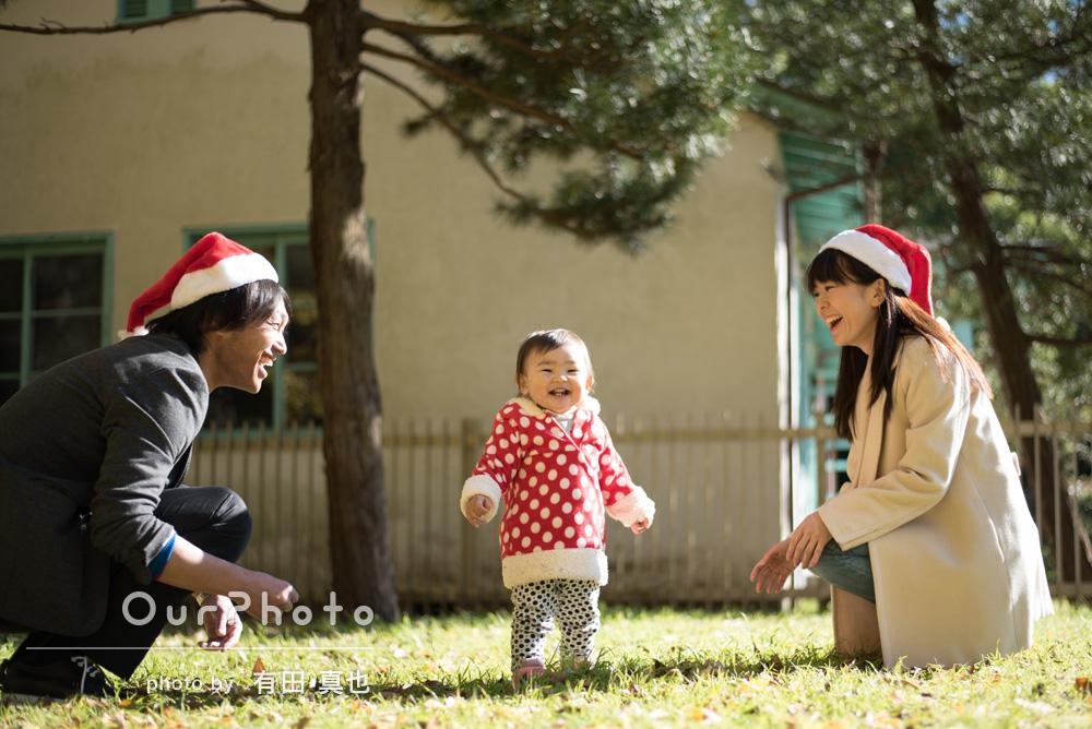 「サンタの衣装でかわいい写真に。公園でクリスマス!」家族写真の撮影