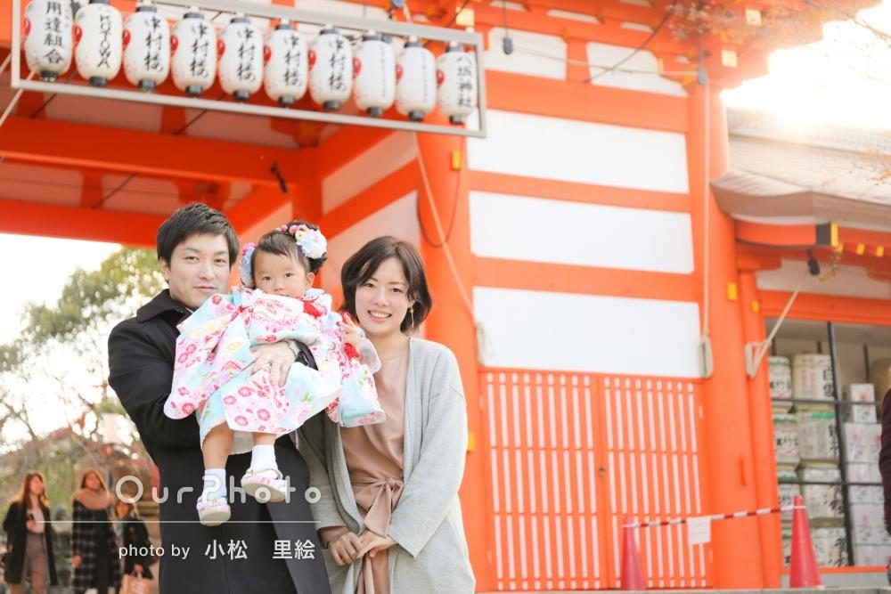 神社の朱や紅葉を生かした七五三写真の撮影
