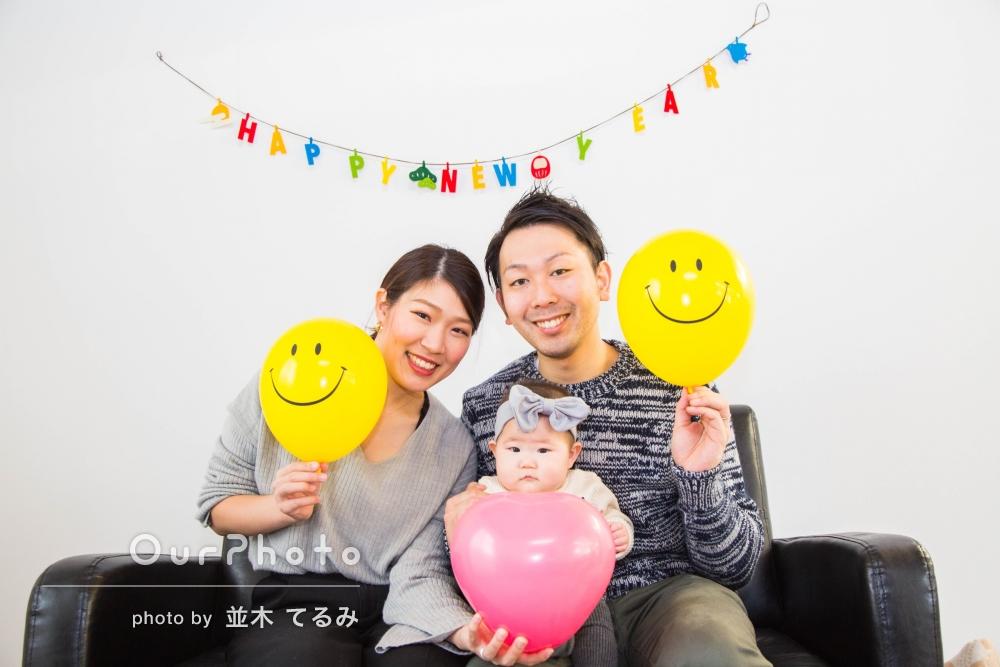 「大満足」新居にて年賀状用の家族写真撮影