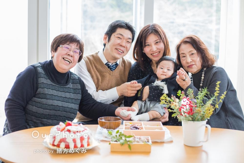 「家族みんながリラックスして」お食い初めの撮影