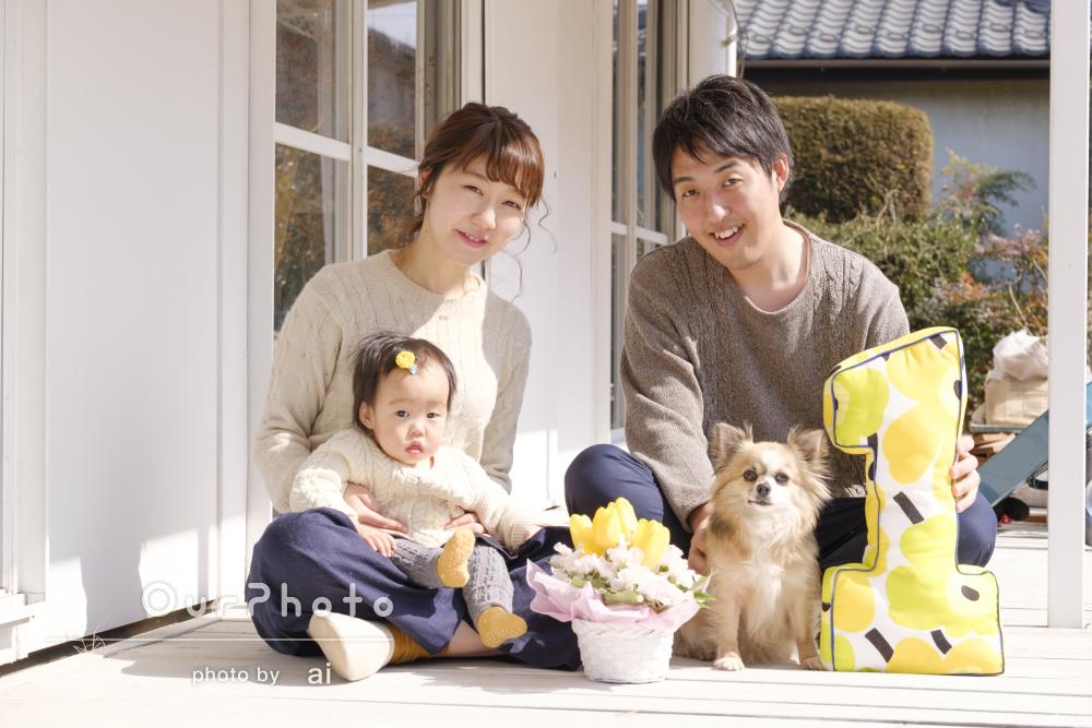 ワンちゃんも一緒に!ご自宅で家族写真の撮影