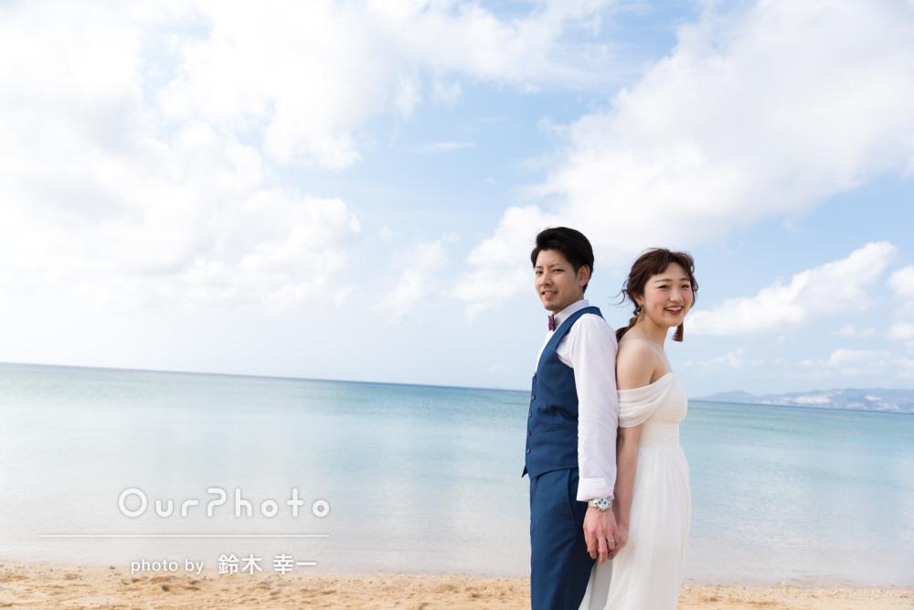沖縄のビーチで笑顔いっぱい!ウェディングフォトの撮影