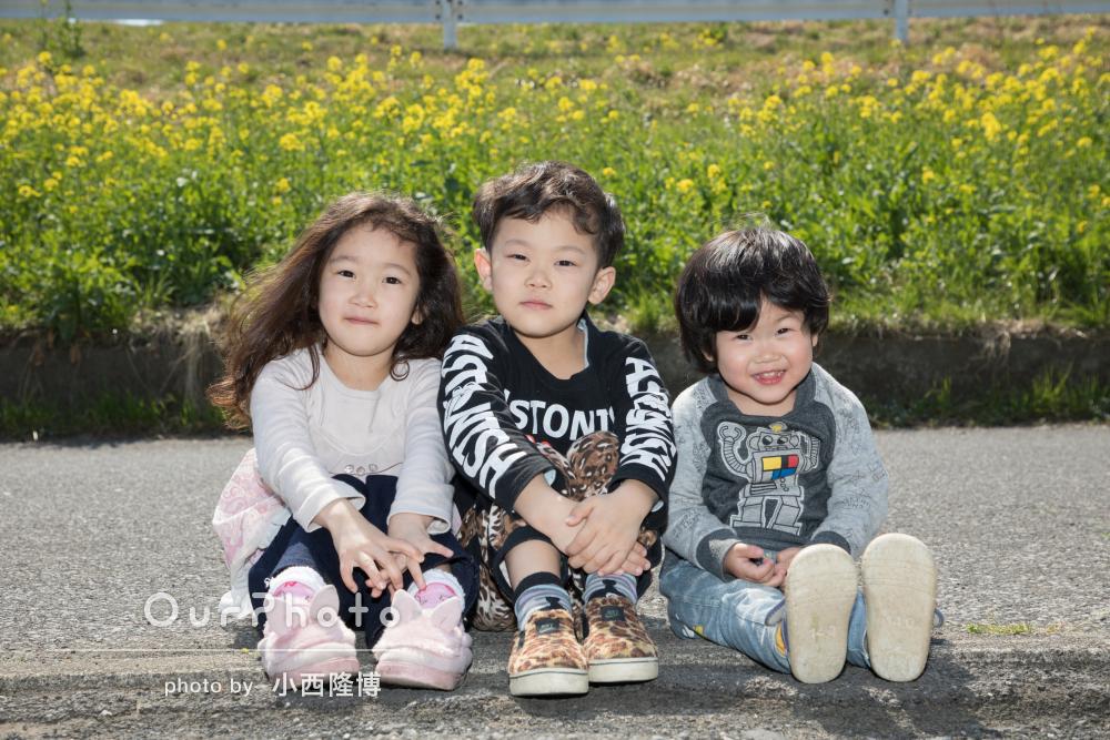 菜の花と一緒に!春めいた家族写真の撮影