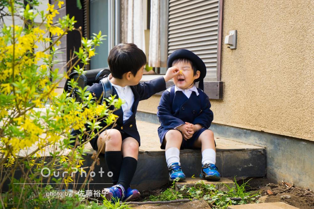 「終始ノリノリ」入園&入学のW記念に兄弟で撮影