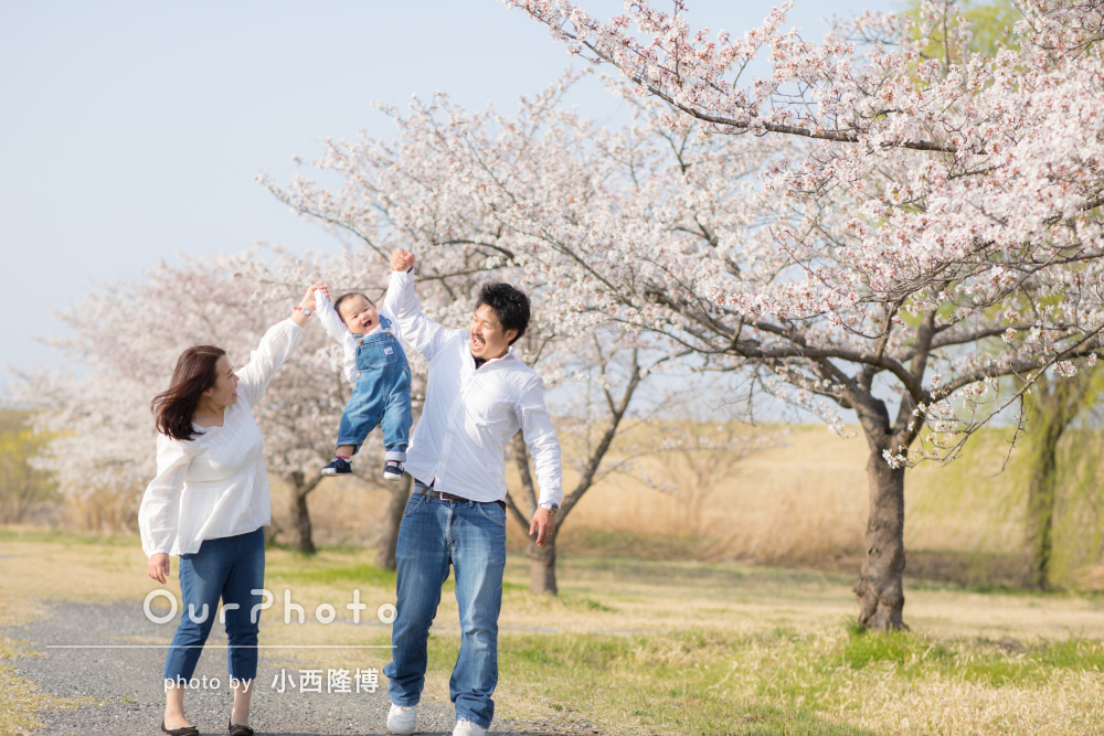 「息子の笑顔の写真をたくさん」お花見気分で家族写真の撮影