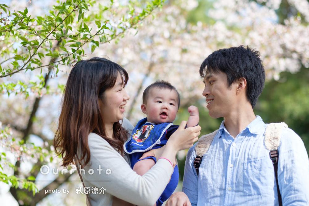 「桜をバックに…」家族の自然な姿を写し出した春の出張撮影