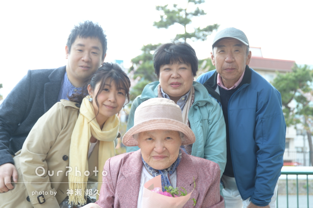「一同感謝」「家宝にしたい」お祖母様と家族写真の撮影