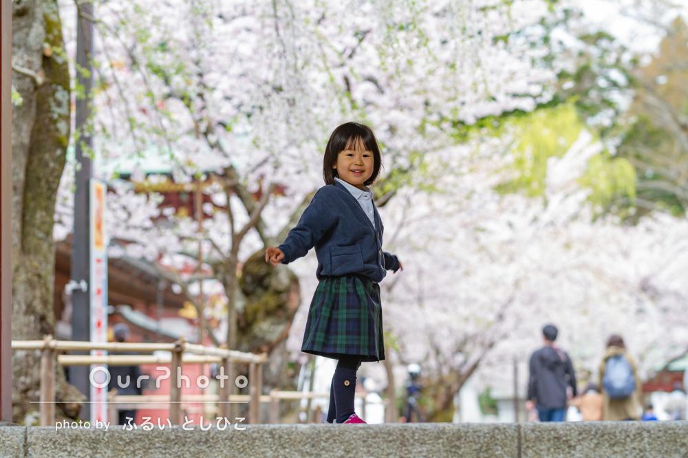「良い表情の写真が沢山で満足」桜の下で笑顔いっぱいの入園記念の撮影