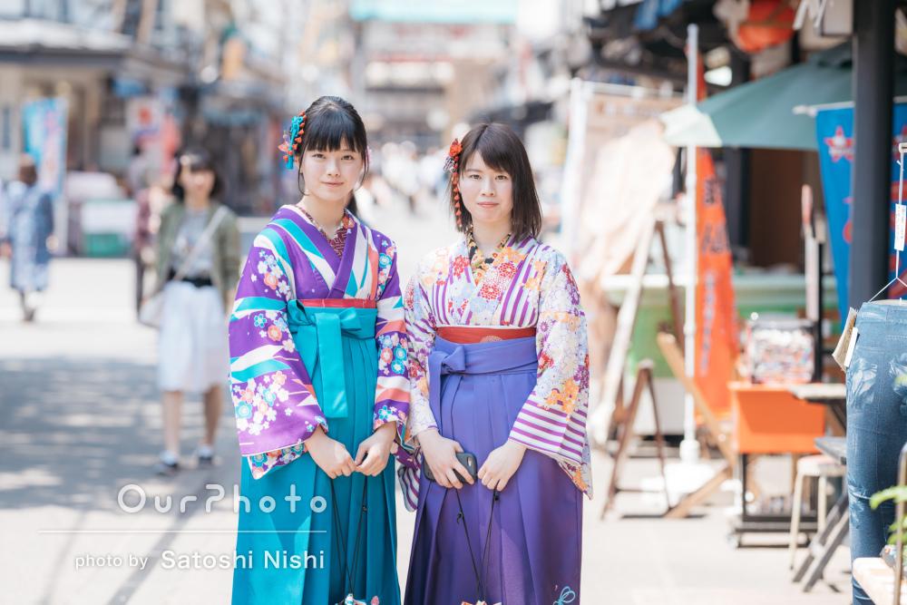 混雑した観光地でも!旅先の浅草にて、袴姿で写真撮影