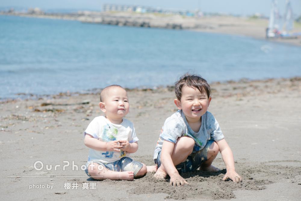 「笑顔が弾けるステキなものばかり」海辺の公園でカジュアルフォト