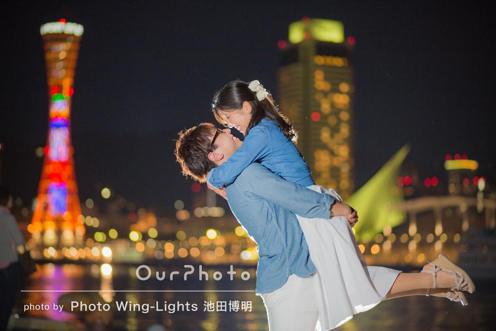 「とても楽しい撮影でした!」夜の港町でエンゲージメントフォトの撮影