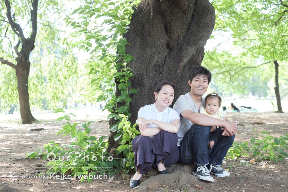 「娘を笑わせようとしてくれたりリラックスして」家族写真の撮影
