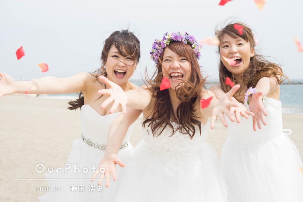 「楽しく撮影」仲良し花嫁さん3人組のウェディングフォト