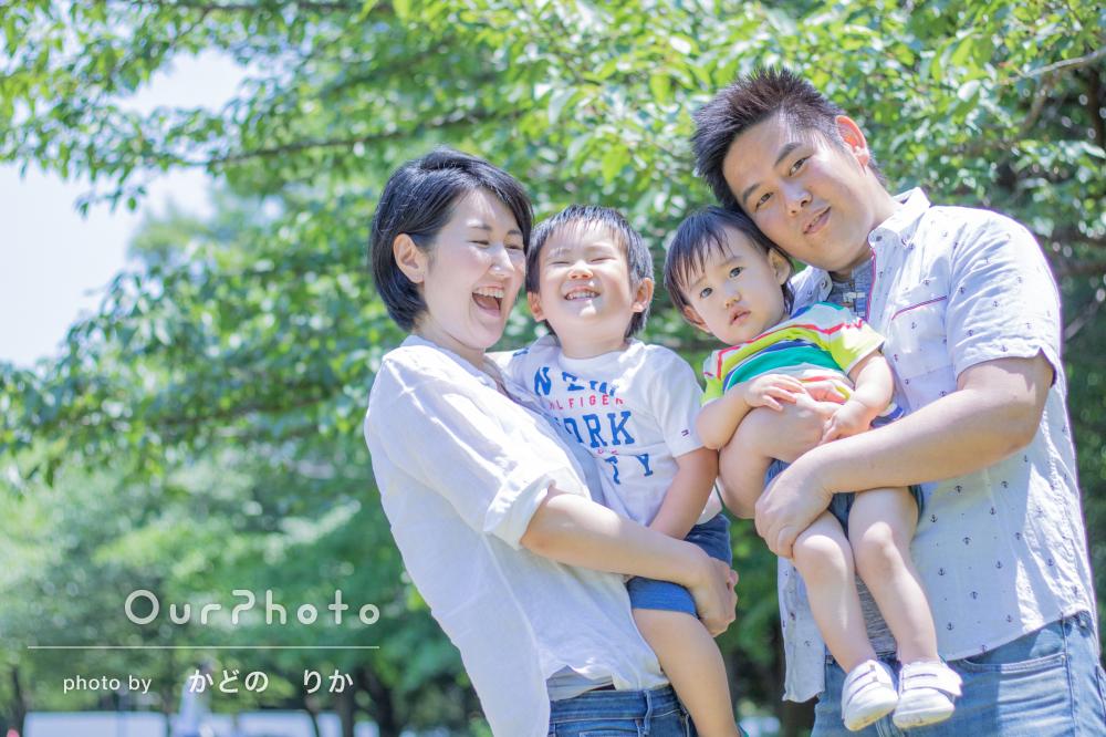 「子どもも私も楽しみながら」家族4人でカジュアルフォト撮影