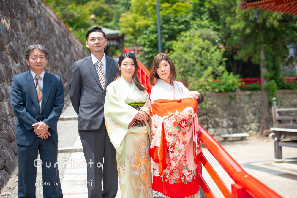 「家族みんな笑いながら楽しい撮影」お宮参りの撮影