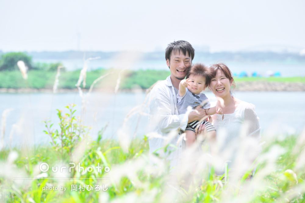 「楽しくていい記念に」海の見える公園で1歳記念に家族写真の撮影