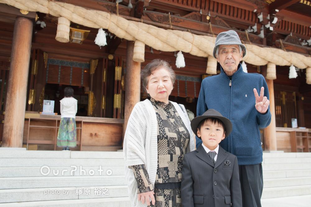 「バリエーション豊か」祖父母様も一緒にフォーマルな家族写真の撮影