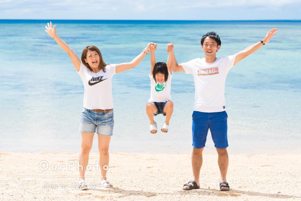 憧れの青い海!エンゲージメントフォトを兼ねた家族写真の撮影