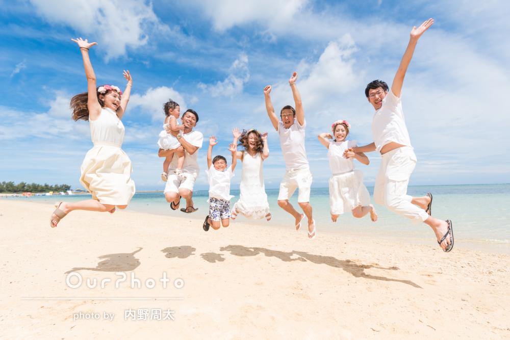 「よかったです!」沖縄のビーチで三世帯一緒に家族写真の撮影