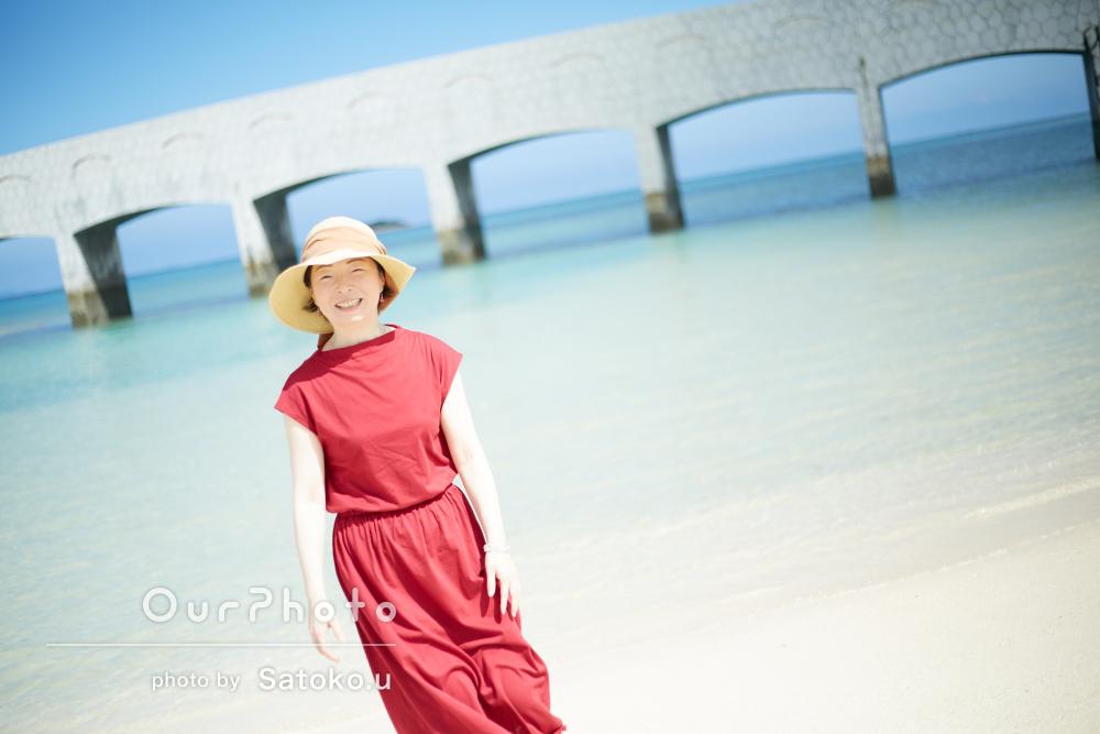 旅行先の沖縄で!青い海が美しいプロフィール写真