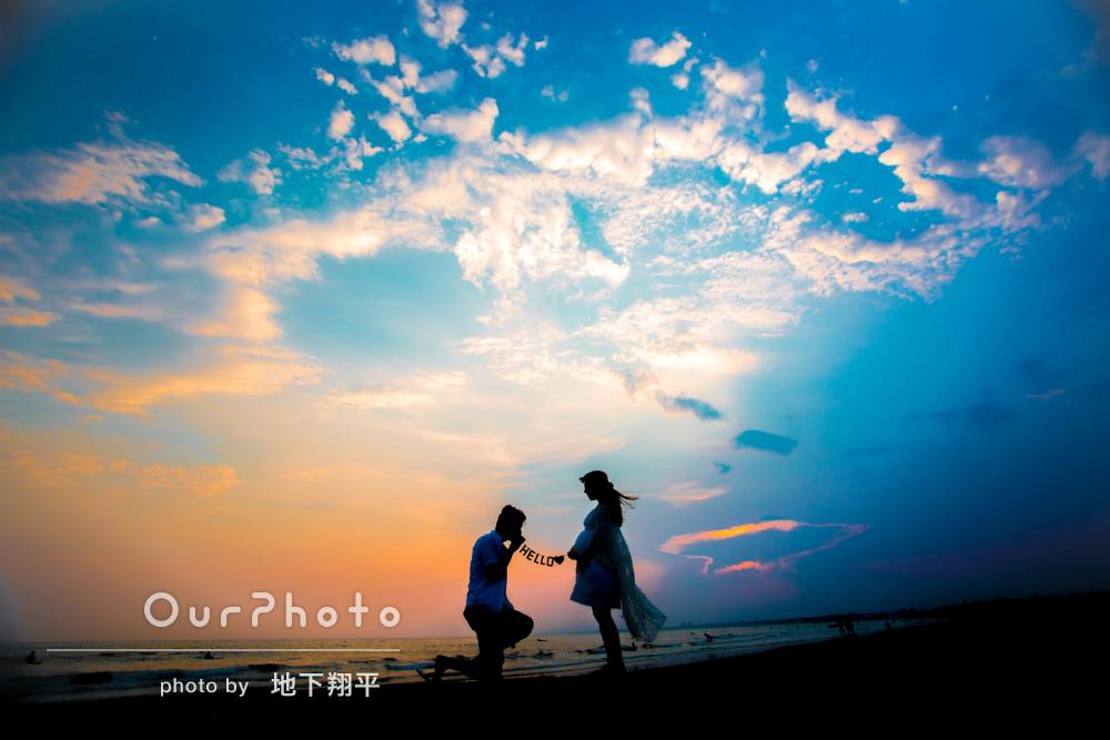「本当に嬉しい」海と夕日をバックにマタニティフォト撮影