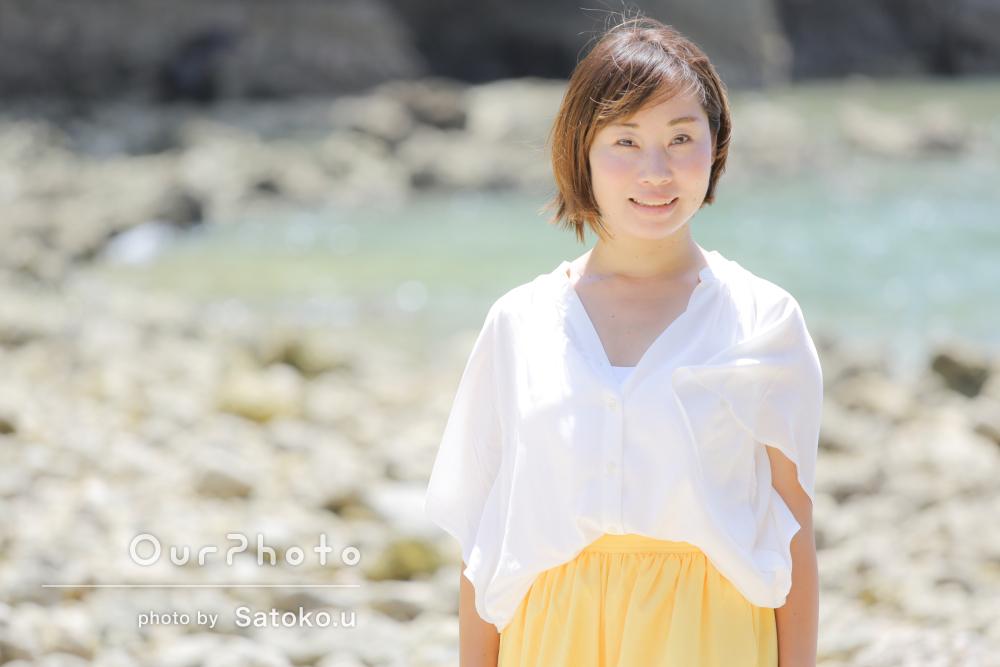 美しい海に笑顔が映える素敵なプロフィール写真の撮影