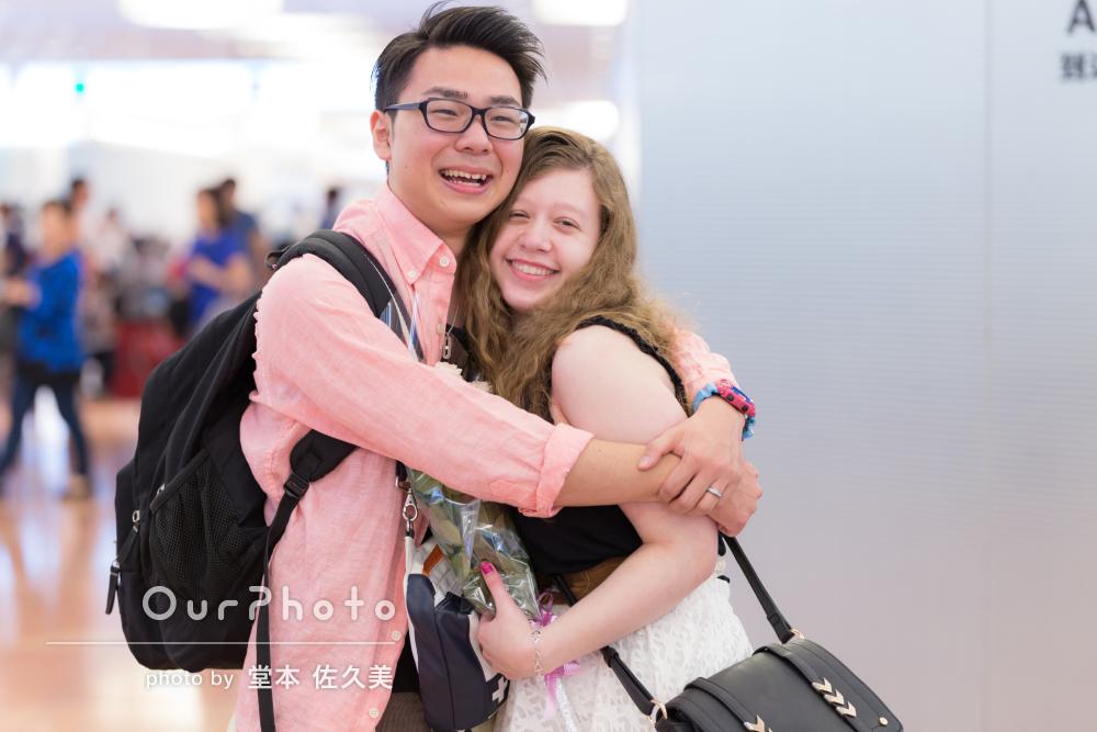 「思い出に残る貴重な写真」空港にて大切な人との再会の瞬間を写真に