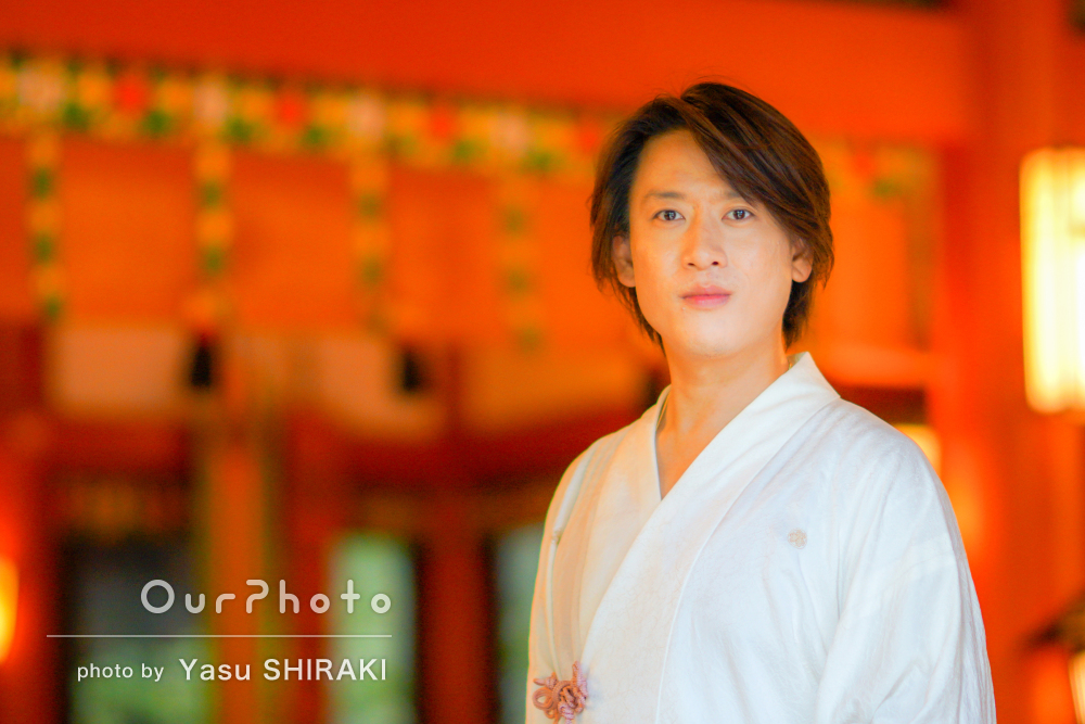色鮮やかな日本の伝統邸宅で、凛としたプロフィール写真の撮影