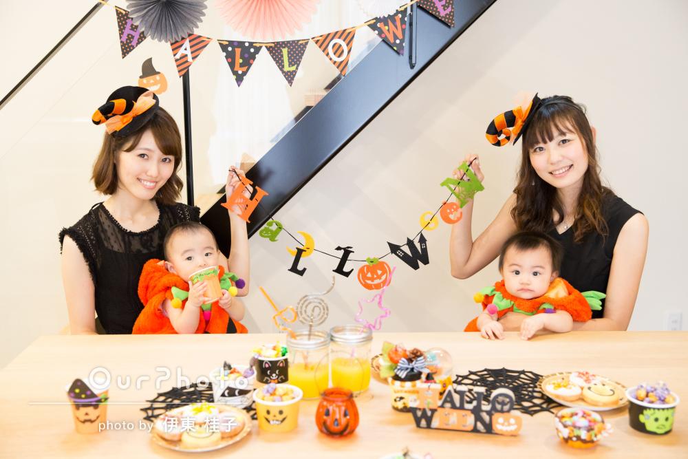 自宅でハロウィンパーティー!飾り付けと小物がかわいい親子写真の撮影