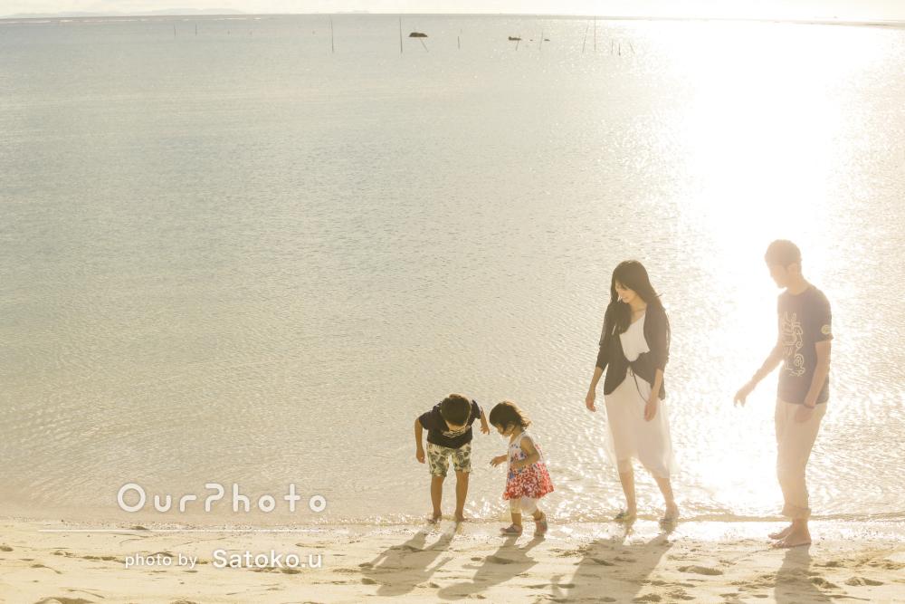 沖縄のサンセットビーチでノスタルジックな家族写真の撮影