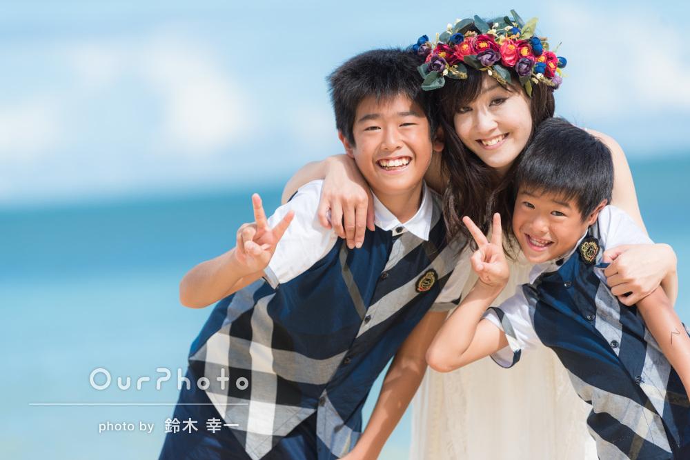 沖縄のビーチで!元気と笑顔いっぱい!リゾート感たっぷりの家族写真