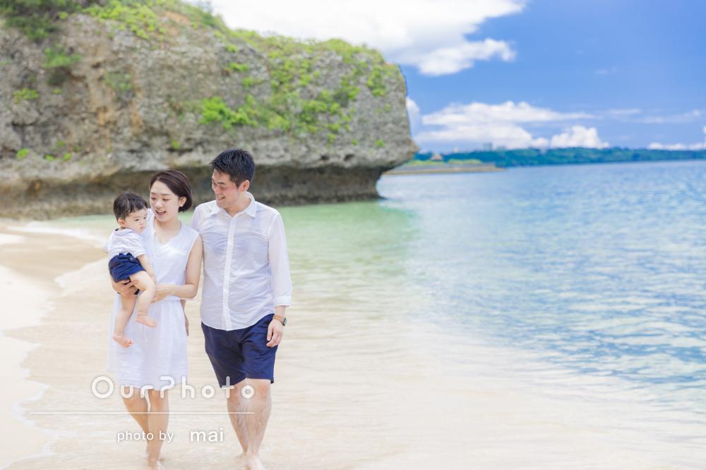 家族旅行で沖縄へ!お子様の1歳を記念してビーチで出張撮影