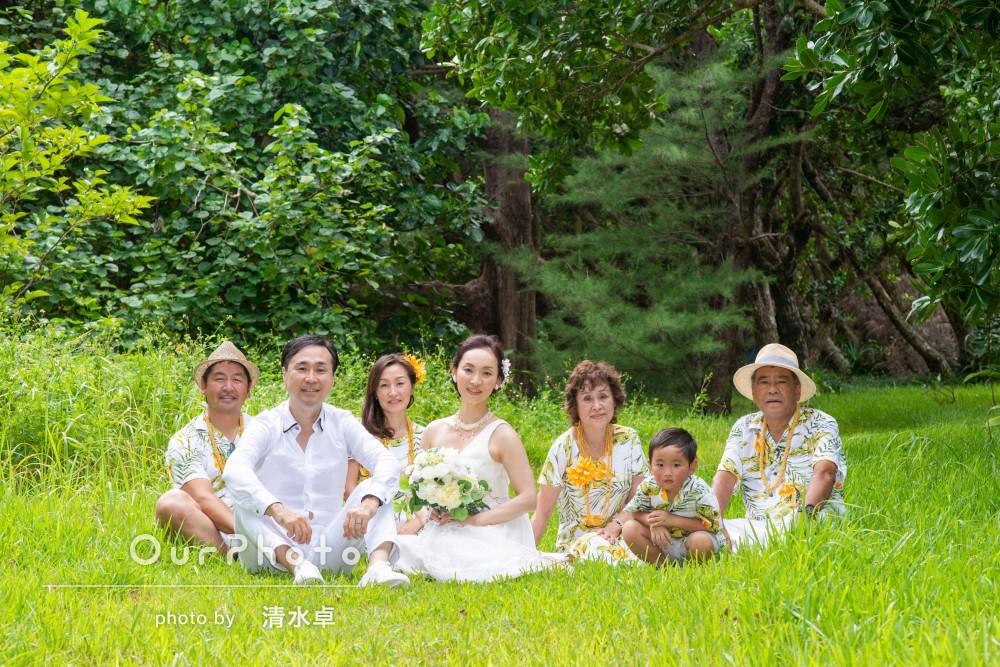 沖縄の離島で!緑や海と一緒にウェディングフォトと家族写真の撮影