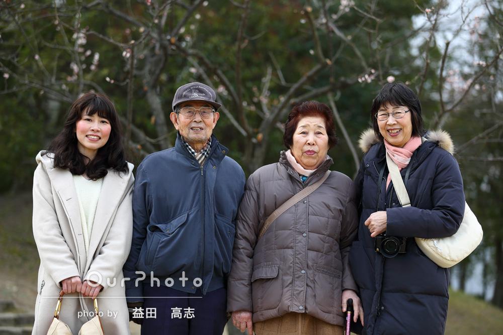 「写真が得意ではない祖父母も自然体で撮影して頂くことができました。」家族写真の撮影