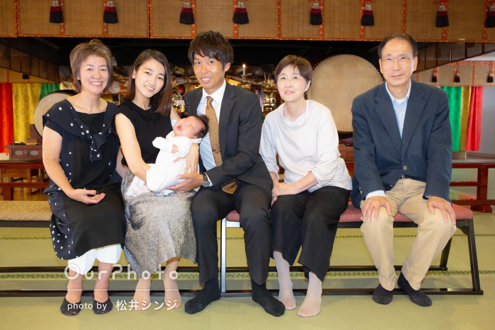 「手際よく撮影」色鮮やかな神社で家族そろって!お宮参りの撮影