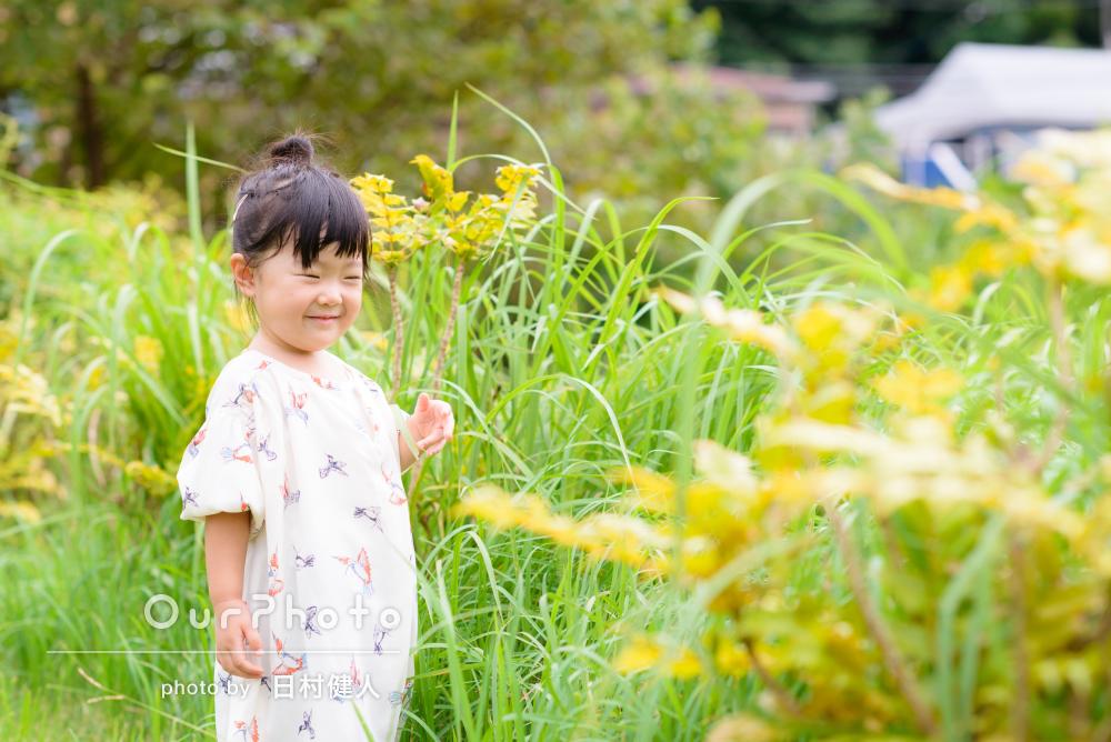 生き生きズンズン興味旺盛な2歳のバースデーフォト撮影