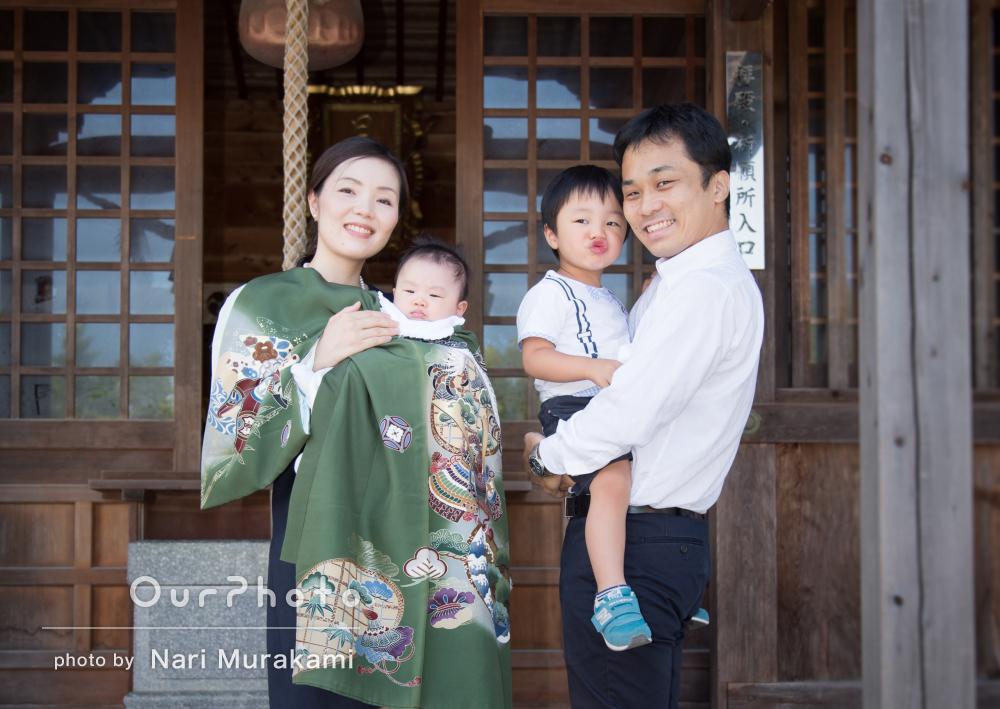 自然な笑顔で!家族そろってにぎやかなお宮参りの撮影