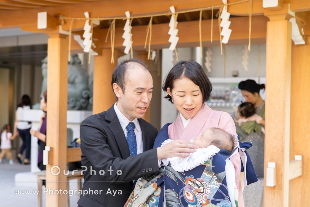 赤ちゃんを気遣って過ごしやすい季節に。神社でお宮参りの撮影